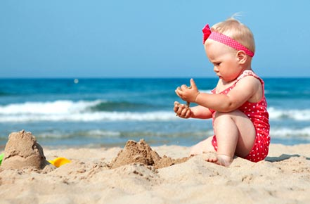 what to pack for baby at the beach